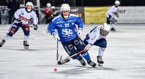 Tre mål: Drammens Jonathan Josefsson (t.h.) scoret tre mål for Drammen mot Hamar.