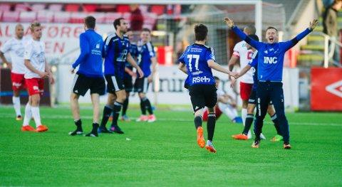 FEIRA: Martin Hollevik (t.h.) feirar sigeren over Fredrikstad.