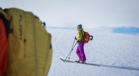 Brit Siv Fimland går over 100 toppturar kvar einaste sesong, den kompetansen er unik når ein skal lage bok om fjellturar i Sunnfjord.