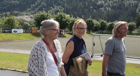 FØRDEFESTIVALEN: Ingebjørg Øien, Ingrid Torkildsen og Terje Olsen har tatt turen frå Ålesund og Bergen for å vere på festival.