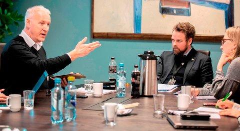 – VIKTIGE INNSPILL:  Næringsminister Torbjørn Røe Isaksen (midten) fulgte nøye med da Lars Dahle mandag fortalte om utfordringene selskapet hans har stått overfor.