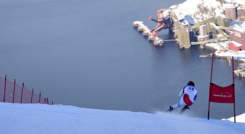 GÅSEHUD: TV-bildene som viser alpinløpere i Fagernesfjellet stupe ned i havet, har gitt gåsehud og tårevåte øyne hos nordnorske seere. Filmen fra norgesmesterskapet i Narvik kan vise seg å ha hatt en større betydning for innsalget av et fremtidig verdensmesterskap i Nord-Norge med Narvik som vertsby enn vi kanskje tenker.