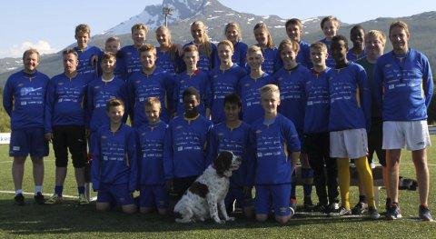 BEGGE HÅKVIK -lagene: Håkvik-gjengen som reiste til Norway Cup med to lag. Foto: Martin Fredriksen