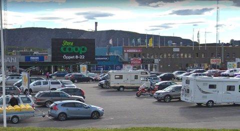SMITTES: Folk i Kiruna blir blant annet smittet på butikker, som for eksempel Stora Coop. Illustrasjonsfoto/Skjermbilde: Google maps