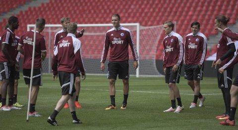 I PARKEN: Julian Kristoffersen og resten av FC København-spillerne på trening i Parken da Gjengangeren besøkte Julian i sommer.