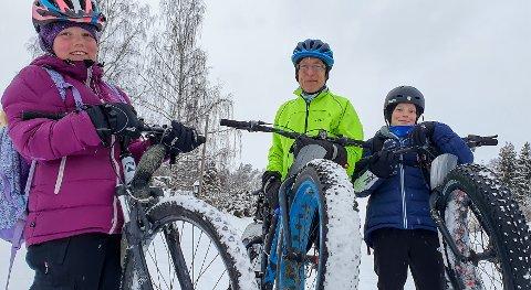 VINTERSYKLISTER: Både Maren, Erik og bestefar Aksel er bitt av vintersykkel-basillen.
