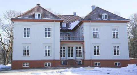 Inspirasjon: Eidsvoldsbygningen har vært en inspirasjon for Rannveig Lade ved malingen av sitt eget hus.