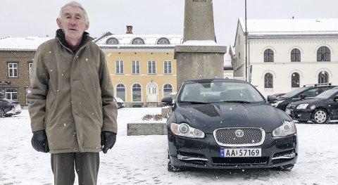 ELSKER BILER: Denne Jaguar XF-en er den beste bilen Sagstuen har hatt.