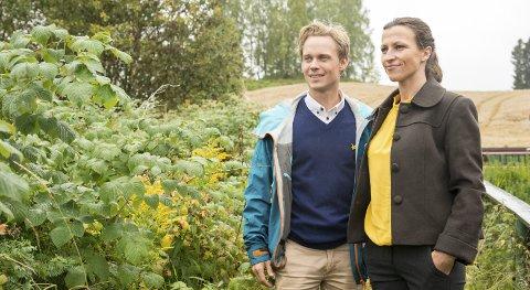 SPENTE: Boligpartners kommunikasjonssjef Bjørnar Mickelson og prosjektleder Pernille Bjørnstad starter salget av Børstad Park.