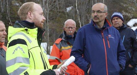 På befaring: Plansjef Kristian Bondhus-Jensen, prosjektleder i Statens vegvesen, Åge Hillestad og leder i utviklingskomiteen, Eivind Tokheim (V) var denne uka på befaring i områdene som blir berørt i den nye E134-planen. Der ble de møtt av flere grunneiere som blir berørt av planene.