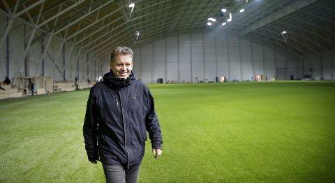 Like før: Driftssjef i Storhall Karmøy, Knut Håkon Einarsen, kan snart invitere til åpningsfest i idrettens nye storstue på Haugalandet.