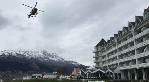 Helikopter utenfor Ullensvang Hotell.