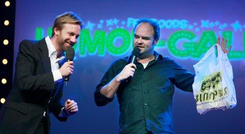 HUMORGALLA: Thomas Giertsen (til v.) og  Atle Antonsen er to av fire komikere som står på scenen i Scandic Maritm Hall fredag.