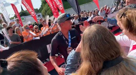 NY NORSK REKORD: HTK-trener Mikal Iden løp inn til tiden 8.19.54 på Tallinn Ironman. Med det slo han Allan Hovdas tidligere norske rekord på Ironman. SKJERMBILDE: Ironman Haugesunds facebookside
