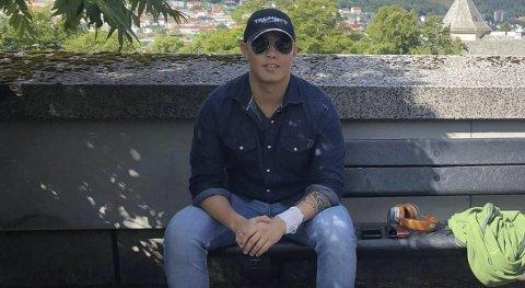 Haukeland: Martin Olav Flores Strand frå Odda oppdaga sommaren 2020 at han hadde blodkreft. No har han vore gjennom cellegift og beinmergstransplantasjon på Haukeland og Rikshospitalet. Bileter frå Haukeland sommaren 2020.foto: privat