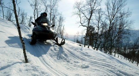 FINT VÆR: Flere steder i fylket er det fint vær søndag, og mange kommuner i Finnmark har åpnet store deler av scooterløypene sine.