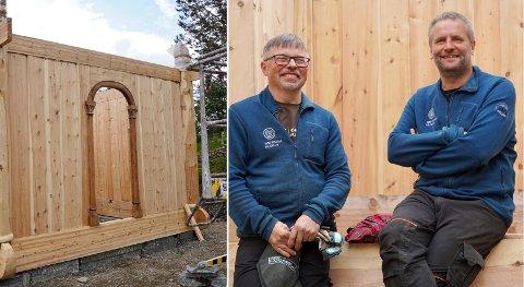 FORNØYD: Muesumshåndverker Vidar Larsen og avdelingsleder Frode Hansen er godt fornøyd med jobben som har blitt gjort, men understreker at de bare er halvveis.