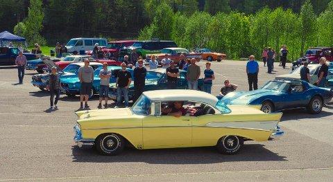 Hobbykjøretøyets dag er gjort om til et høsttreff, og på søndag vil hundrevis av bilentusiaster samle seg ved Hof skole.