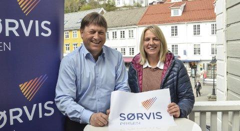 Klare: Assisterende banksjef Staale Gundersen i Sparebanken Sør og medierådgiver Kristin Enge Minde i KV vil gjerne ha forslag på kandidater til Sørvisprisen.