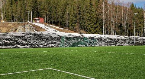 ØNSKER FORBUD: EU har nå sagt at de ønsker et forbud mot bruk av gummigranulat innen 2020. Norsk Fotballforbund mener et forbud ikke er veien å gå.