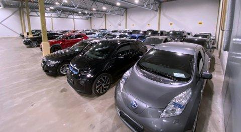 Biler som må selges på grunn av gjeldsproblemer står lagret hos Stadssalgs avdelinger rundt om i landet. Det største lageret ligger på Berger. (Foto: Thor Fremmerlid
