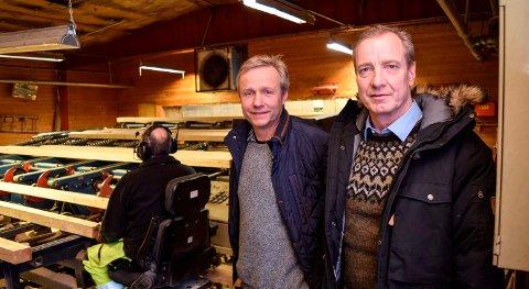 SATSER: Styreleder Martin Thomlevold (t.v.) og nyansatt daglig leder Ken Ove Nyhus ved Land Sag og Høvleri AS utvider med halvfabrikata til palleproduksjon.