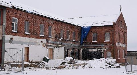 BYGGEPLASS: Løiten meieri står fortsatt uferdig. Nå legges det nye planer for deler av bygget.