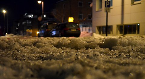 UBEHAGELIG: Mye snø og slaps har gjort det ubehagelig å kjøre på flere veger i Elverum de siste par dagene. (Foto: Bjørn-Frode Løvlund)