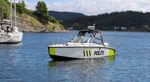 BASE I BREVIK: Politibåten.