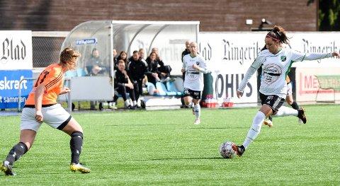 - EN GOD FØLELSE: Her dundrer Ingvill Hågensen inn 2-0 fra langt hold. Å se ballen fyke i vinkelen beskriver hun som en god følelse. Treneren mener det er en kandidat til årets mål.
