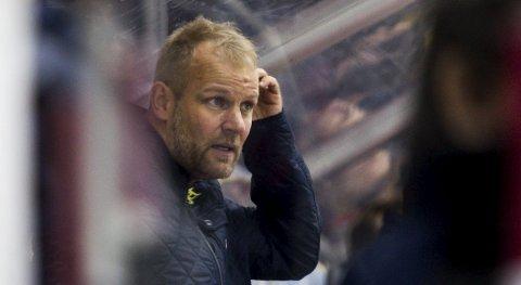 Uvisshet: Hvis ishockeysesongen er over får Kenneth LArsen og Lørenskog trolig for andre året på rad ikke muligheten de har kvalifisert seg til, å spille om opprykk til eliteserien.
