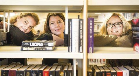 MER ENN BØKER: Bibliotekarene Inger Marie Gabrielsen, Stine Runshaug og Linda Solheim har satt sammen både litterære og teknologiske tilbud i høstens program på biblioteket i Slemmestad og Midtbygda.