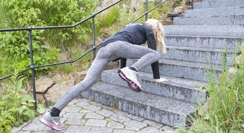 KLATREØVELSE: «Mountain climbers» aktiverer magemusklene og får opp pulsen. Husk å ha rett rygg og stramme magen.