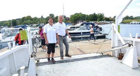 HAR PLANER: Ekteparet Kristin Havsjømoen og Tom Aarøe har store planer for å oppgradere den kommunale brygga og båthavna på Engø. Forutsetningen er en avtale med kommunen.
