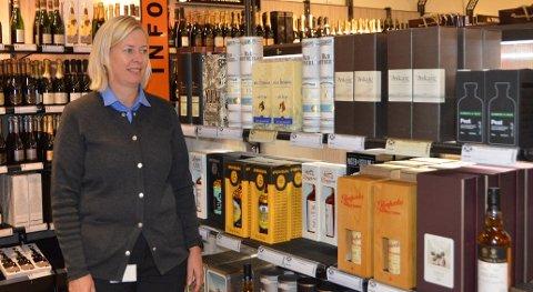 WHISKY: Sissel Zimmermann Børresen gledet seg over at det var kø utenfor Vinmonopolet da de hadde sitt whisky-slipp.