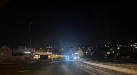 Det er mørkt i rundkjøringen på Lura onsdag.