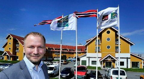 STOR ØKNING: Hotelldirektør Richard Paulsen er godt fornøyd med  10.000 flere overnattingsgjester i fjor sammenlignet med 2015.
