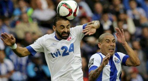 Vår oddstipper tror at  Belenenses og Carlos Martins (t.v.) vinner mandfagens hjemmekamp mot bunnlaget Tondela.