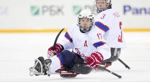 HAR AMBISJONER: Loyd Remi P. Solberg fra Skiptvet er kaptein på kjelkehockeylandslaget og deltar i sine fjerde paralympiske leker. Han mener nivået internasjonalt aldri har vært høyere. Likevel håper han på norsk gull om alt klaffer.  ARKIVFOTO: George S Blonsky