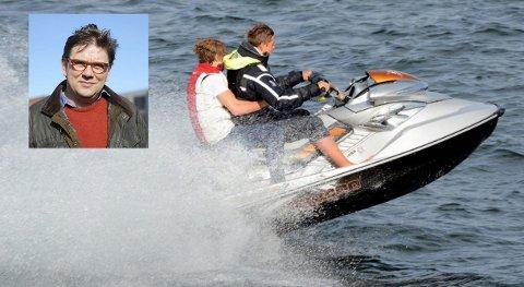 NYE REGLER: Vannscootere sidestilles med andre fritidsfartøy på sjøen. Det kan føre til farlige situasjoner, mener Per Martin Aamodt (Ap).