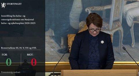 ENSTEMMIG: Stortingspresident Tone Wilhelmsen Trøen (H) kan fastslå at innstillingen om delt sykehusløsning er enstemmig vedtatt.