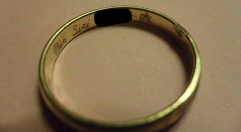 Funnet på et jorde i holt:  Denne ringen fant Glenn Håkon Moen i april i år. Foto: Privat