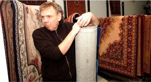 SINT: – Jeg blir rasende når svindlere oppsøker eldre folk, sier Jostein Sætre, som sammen med sine søsken eier og driver Teppemagasinet. (Arkivfoto)