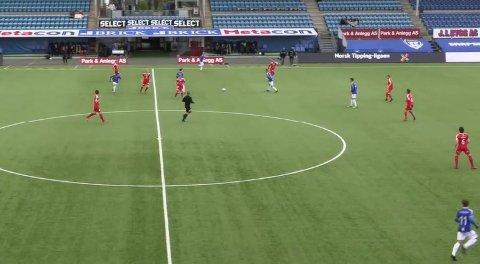 Sunndal greide ikke å ta poeng borte mot Sarpsborg 08 2. Bildet er fra sendingen på auraavis.no.