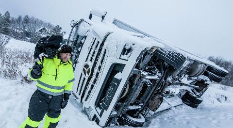 FØLGER: Fotograf Meidel Olsenfra Oslo er raskt på stedet etter en ulykke Da er oppgaven hans å filme det som skjer.