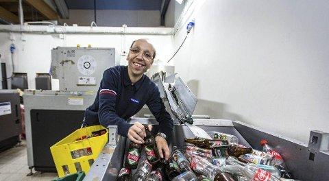 Rema 1000 i Knarvik var den butikken i fylket som gir tredje mest til Pantelotteriet. 211 968 kroner kom frå denne butikken i fjor. Her poserer flaskesjef Håvard Rossland i 2016.