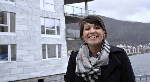 Mestselgende kvinne: Ximena Andrea Sagenes har kun to mannlige kollegaer fra Oslo foran seg når det gjelder omsetningstall hos Privatmegleren. Hun jobber mest med nybygg. – Til tider løper jeg meg i hjel på enkelte av prosjektene, forteller Sagenes.FOTO: PRIVATMEGLEREN