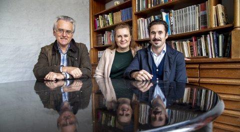 Sentral trio: Gunnar Staalesen, teatersjef Solrun Toft Iversen og regissør Eirik      del Barco Soleglad har startet de første planleggingsmøtene i forbindelse med «Heim 2». foto: Eirik Hagesæter