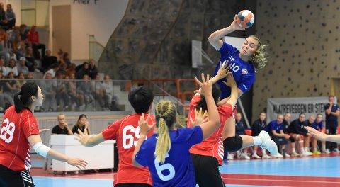TOPPSCORER. Caroline Dammen spilte en god kamp mot Kina. Hun ble lagets toppscorer med fem mål, i tillegg til at hun hadde flere flott frispillinger.