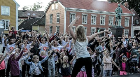 Barna danset: Pantarei danseteater med barn fra Hvaler ungdomsskole, Kulturskolen, FBUT og Studio 75.foto: john johansen